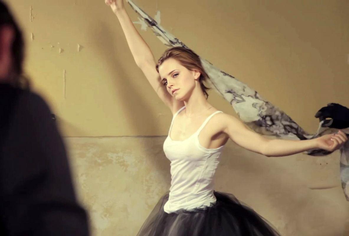 Emma Watson nackt und oben ohne